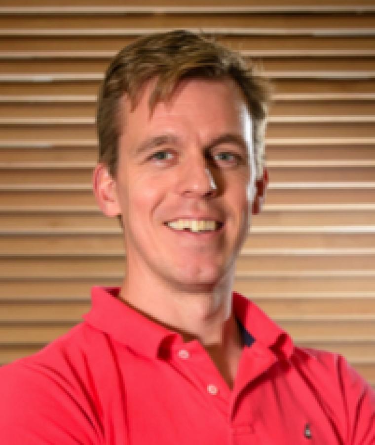 Dr. Menno van der Holst